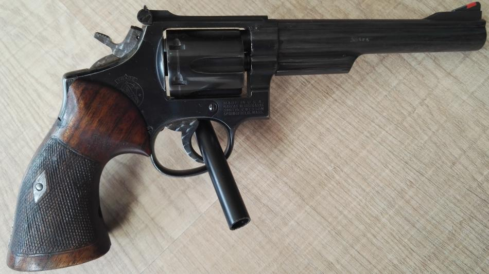 "Smith Wesson model 19, 6"" hlaveň, .38Spec."